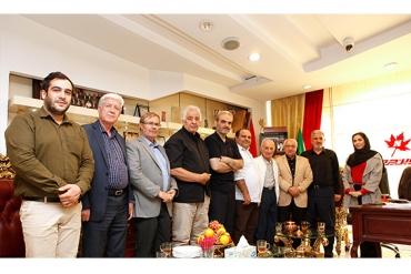 حضور آقایان عبدالله موحد و طالقانی، قهرمانان بزرگ کشتی و گزارشگر محبوب، آقای خیابانی در نوینچرم